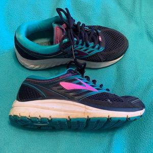 Brooks size 7 Women shoes. Paid $130 new.
